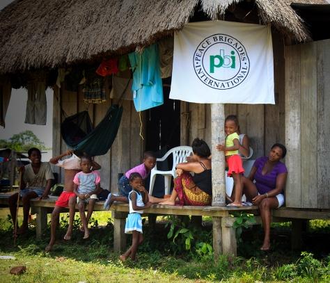 Cuando la gente retornó PBI empezó a acompañar permanentemente en Cacarica. Foto: Alejandro González